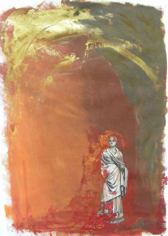 Frau unter Triumphbogen