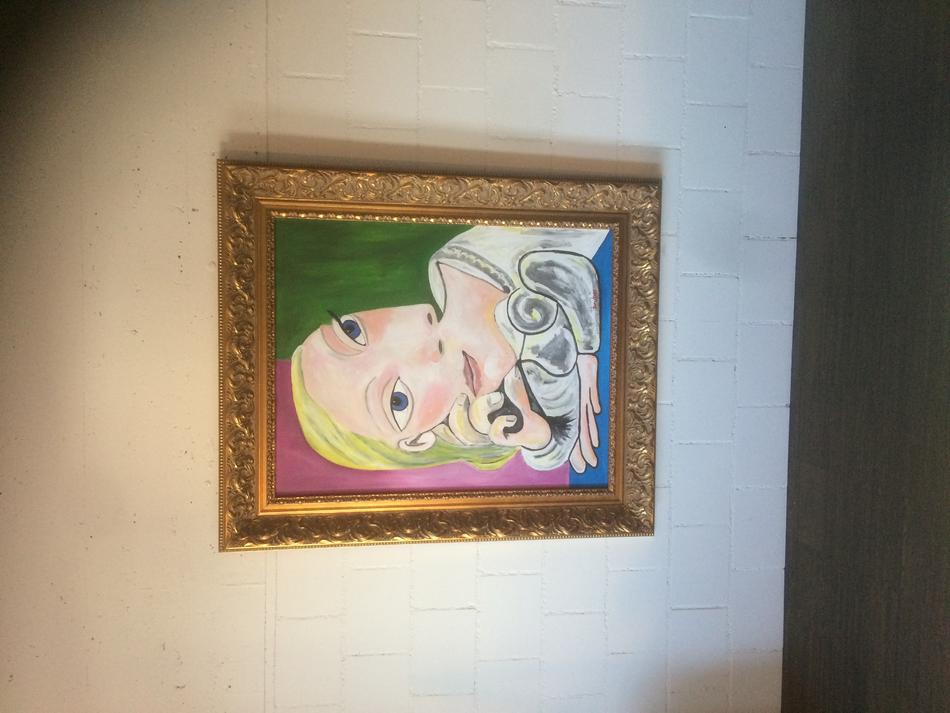 Mademoiselle avec deux face