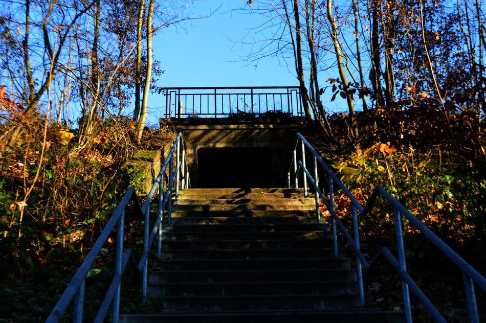 Alte Treppe mit Tunnel