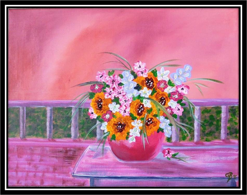 Blume schmückt Terrasse