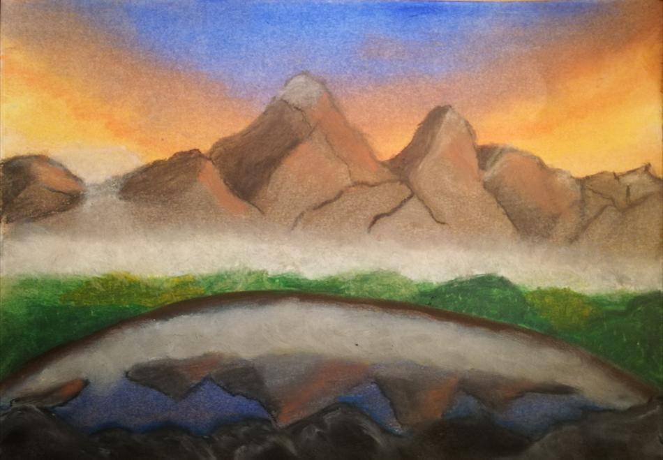 Gebirgssee im Morgen-Nebel