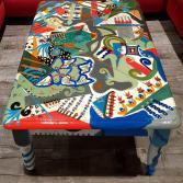 Bemalter Tisch