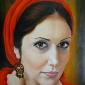 Junge Frau mit rotem Schal