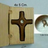 Kreuz aus Holz mit Antlitz Jesus