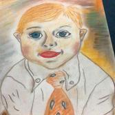 Petit garcon trisomique avec cravatte orange